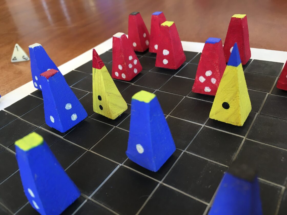 Bordspel met kegelvormige pionnen