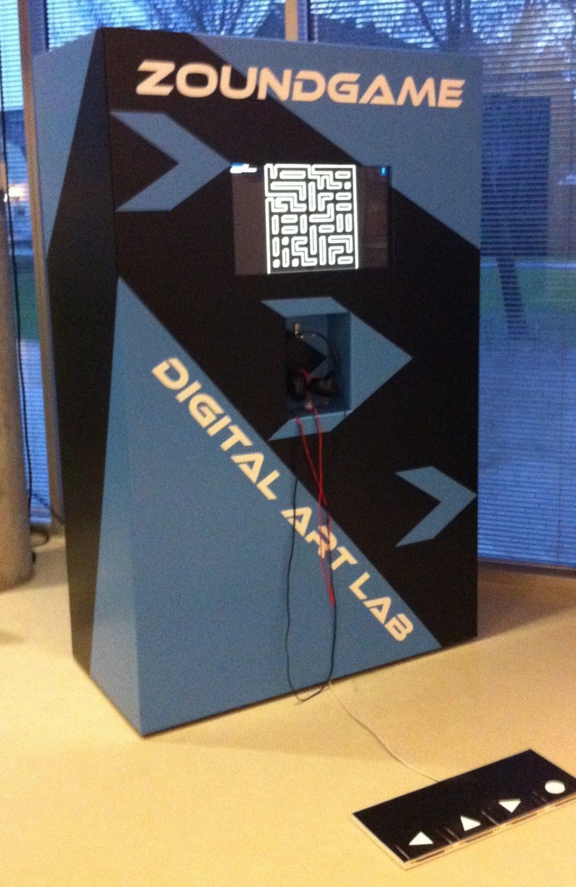 Blauw zwarte arcade kast van Sound Game project